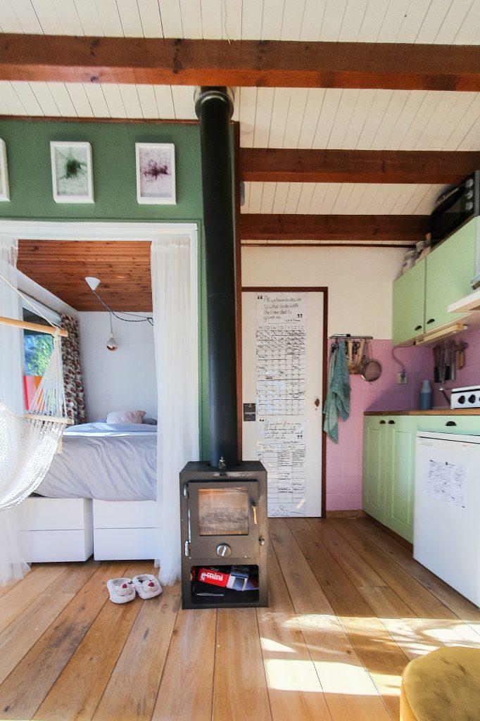 Klusavonturen op de volkstuin | Ons Tiny House Tidy Minds volkstuinhuisje interieur