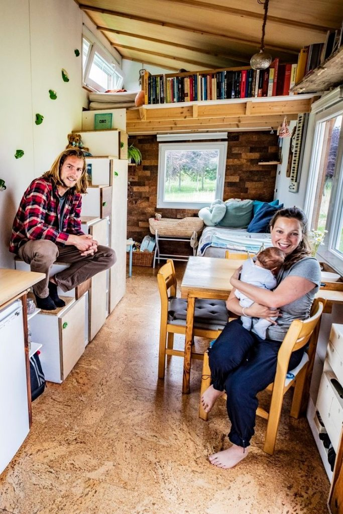 tiny house LinKje Linde en Kjeld met baby