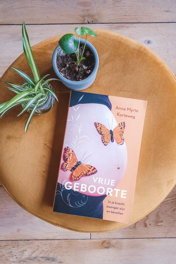 Boek Vrije Geboorte van Anna Myrthe Korteweg